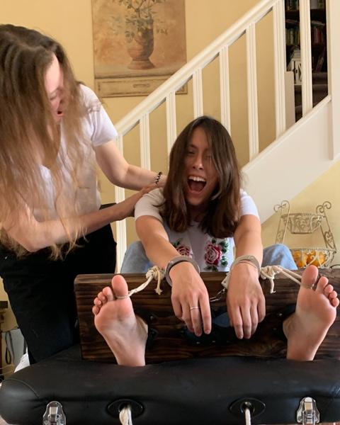 Sadistic cousins : Nina's turn to become hysterical