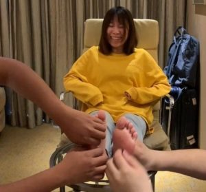 Li's bare feet are tickled