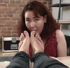 Madoka worships male feet