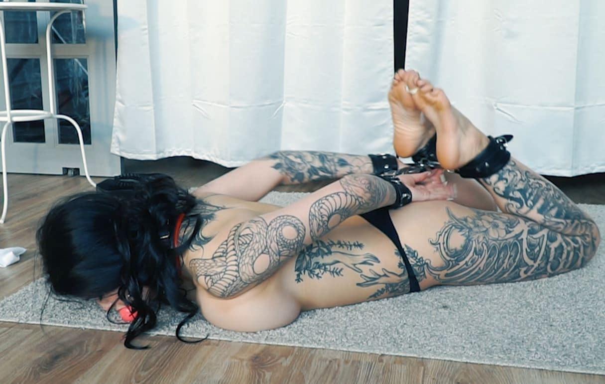 Miss big boobs got a trouble in handcuffs (bastinado + tickling)