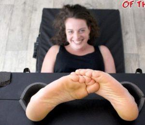 Linafox Has the Ticklish Feet of the Year