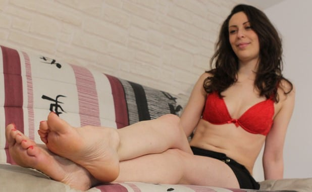 Ariane's Bare Feet Are Too Ticklish : Full
