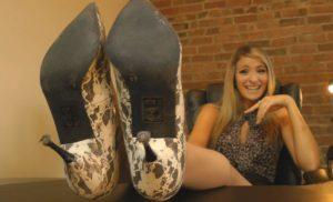 Felicia's Stinky Nyloned Feet