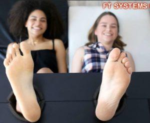 Girls Next Door Cassandre & Elise Lose Control Together